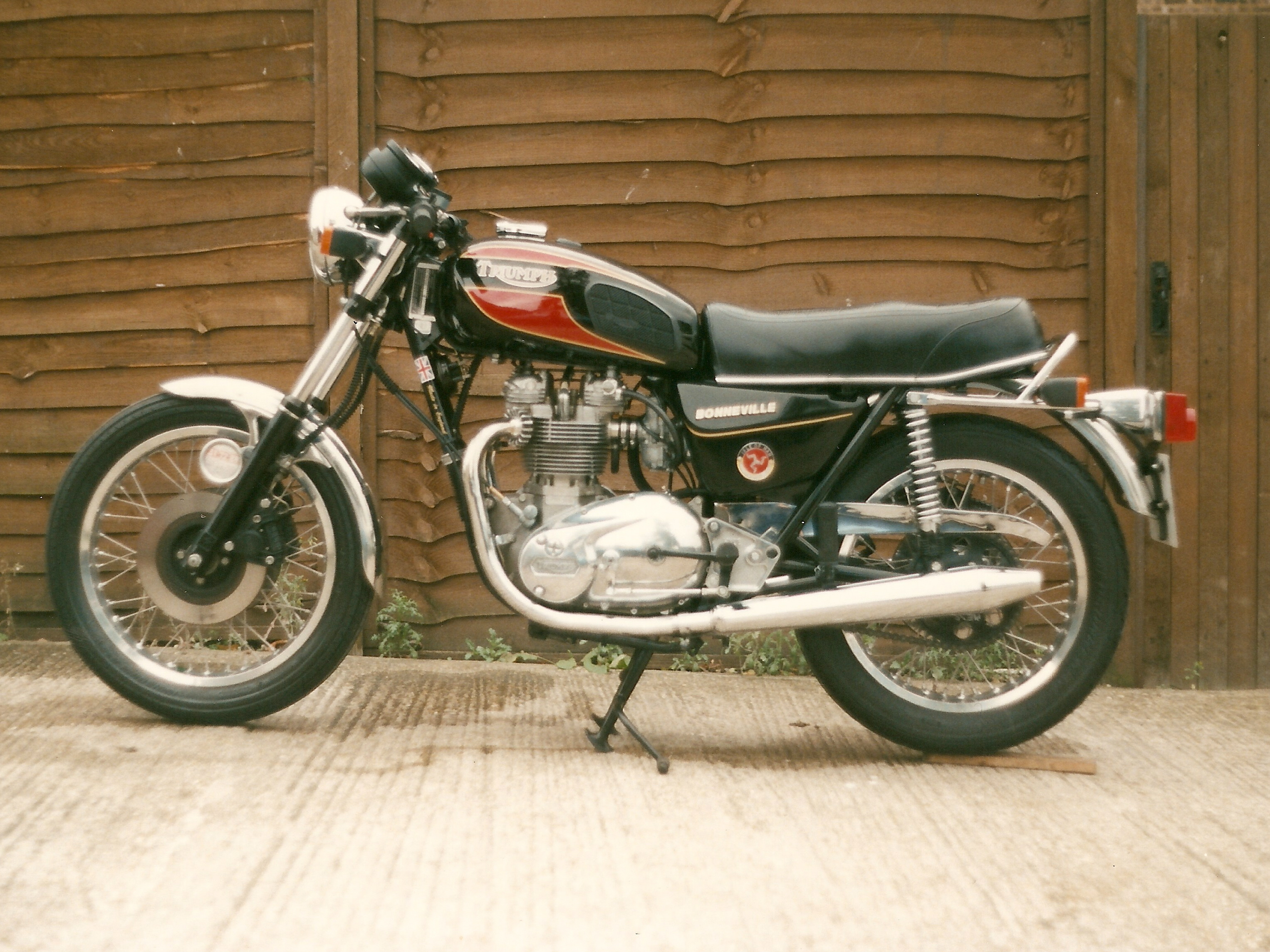 very late T140 and possibly the worst bike I ever owned, notice the Ali barrel and the rear sets